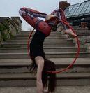 אישה רוקדת עם חישוק הולה הופ- סרטון מדהים
