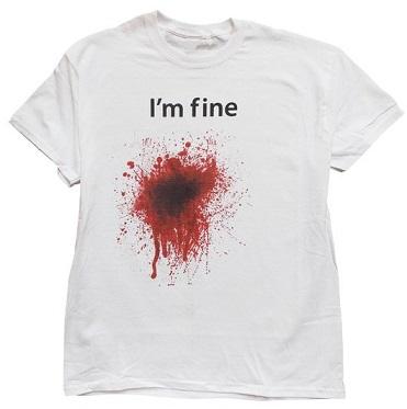 חולצה לבנה עם דם