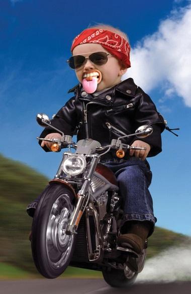 תינוק מצחיק על אופנוע