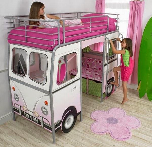 מיטת אוטובוס בצבע ורוד