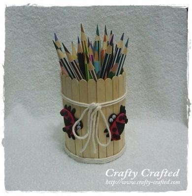 מיכל לעפרונות