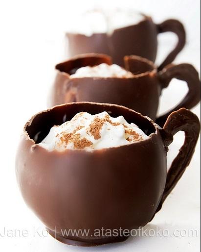 ספלי שוקולד עם קצפת