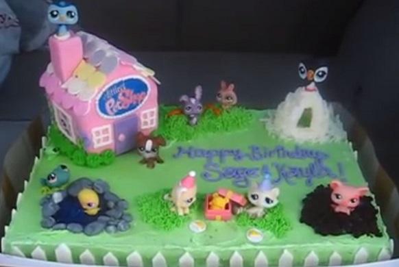 עוגת פט שום בית עם חצר והרבה חיות