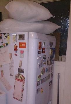 כרית על המקרר
