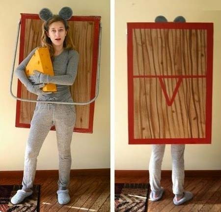 תחפושת עכבר במלכודת עכברים