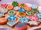 עוגיות עם קישוטי רואייל אייסינג