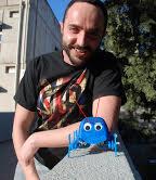 יונתן ספיץ עם הרובוטים