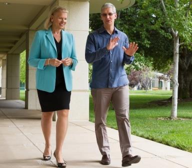 """טים קוק, מנכ""""ל אפל, וג'יני רומטי, יו""""ר, נשיאת ומנכ"""