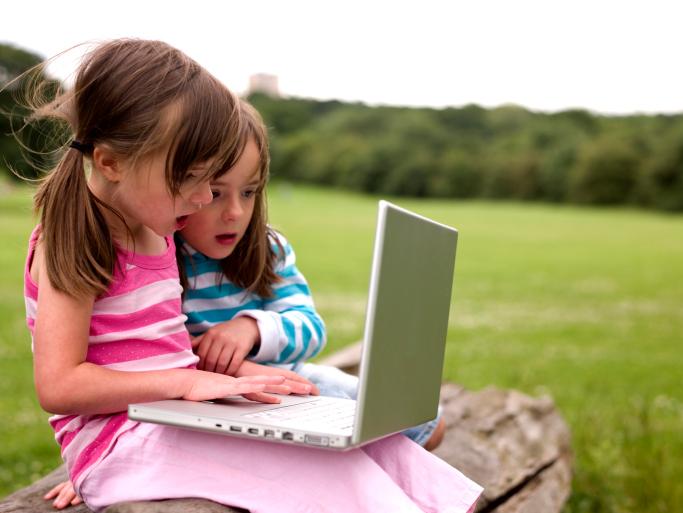 ילדות עם גישה לאינטרנט