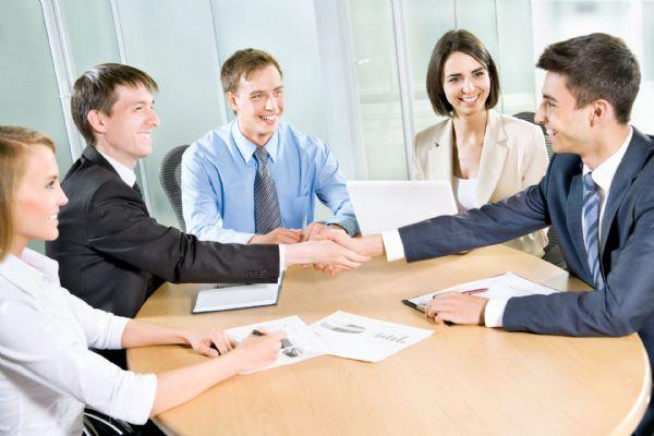 מנהלים עסקים