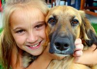 כלבנות טיפולית - ילדה וכלב