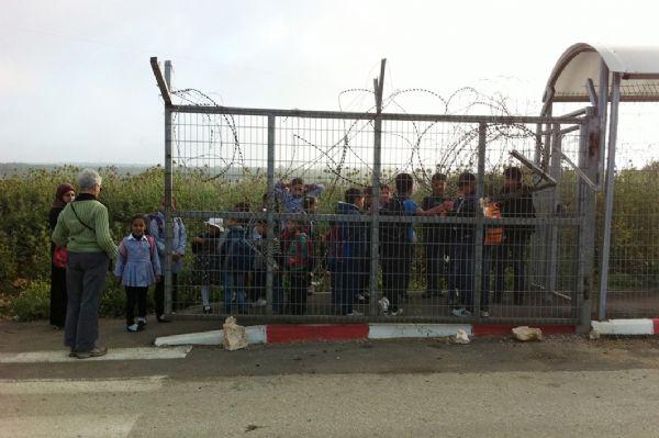 ממתנים במחסום