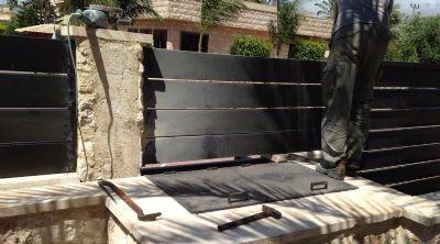 גדר מקיפה לבית פרטי