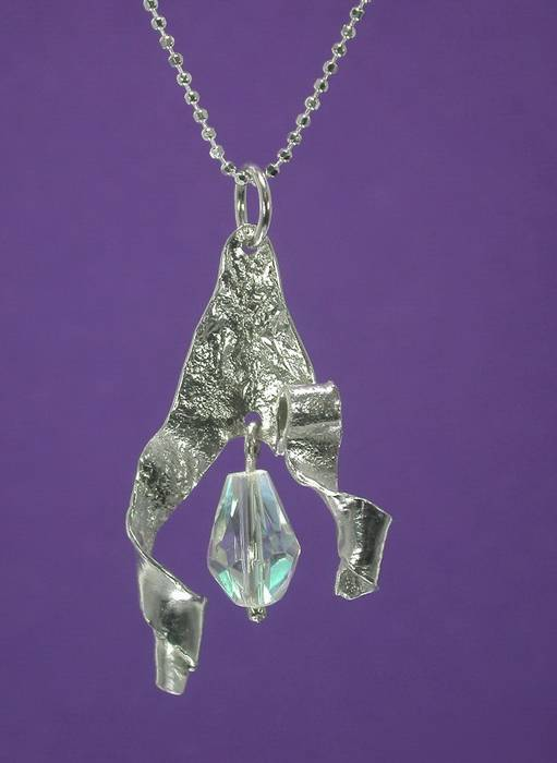 A special silver pendantp