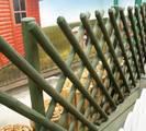 גדר עץ מוטות טבעיים חצי עגול
