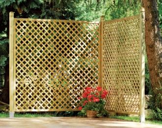 מחיצה בנויה סבכות עץ - צוות גדרון