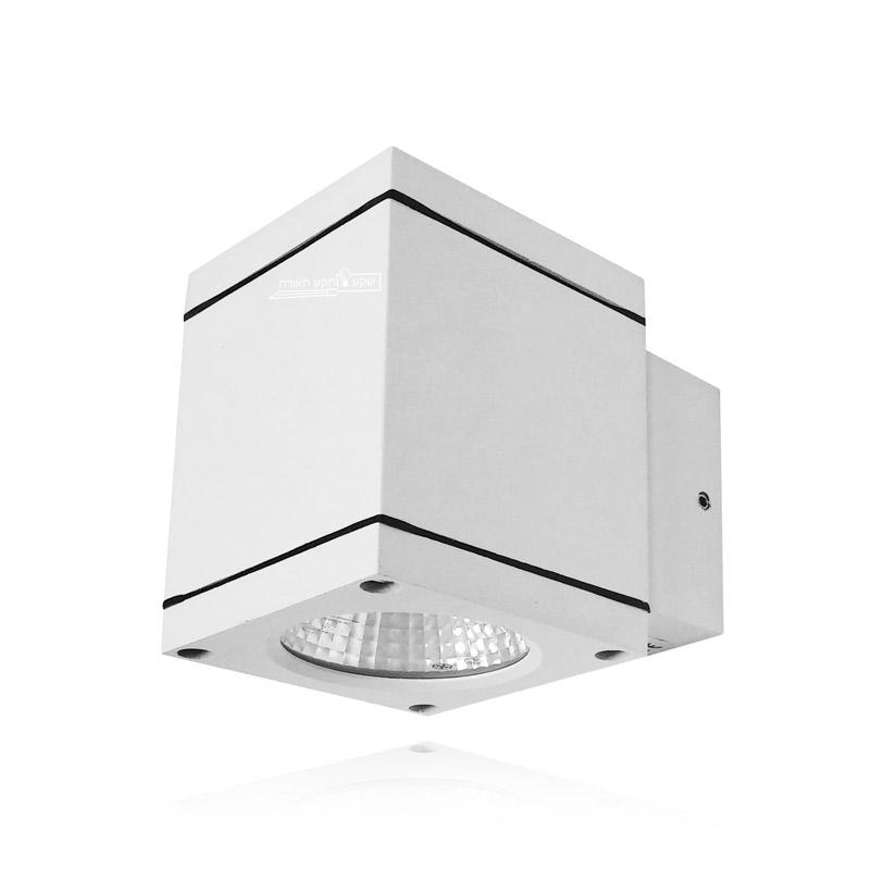 גוף תאורה צמוד קיר בצבע לבן, מוגן מים לתאורת מרפסת